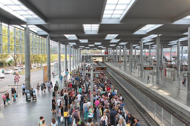 railway-station-1645358_640